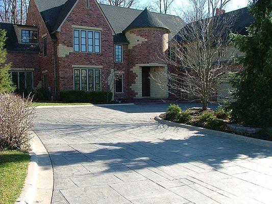 mansion-driveway-stamped-trees-vento-decorative-concrete_96773-min