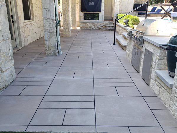 concrete-concrete-patio-decorative-concrete-outdoor-design-viking-decorative-concepts_98567-min