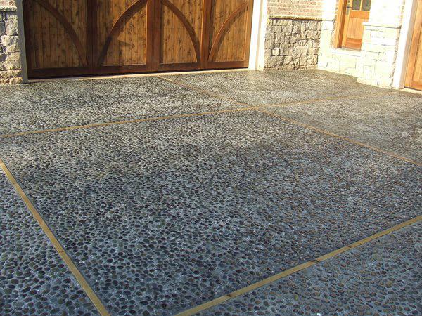 mexican-beach-pebble-concrete-driveway-amazing-concrete-inc_87710-min